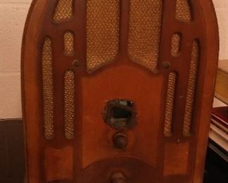True Hyper-Vintage or True Antique (100 yrs old or older) Gothic Arch style, Edison or GE or Whomever, Table Top or Mantle Radio, asking $45.  (it needs an electrical tune-up).