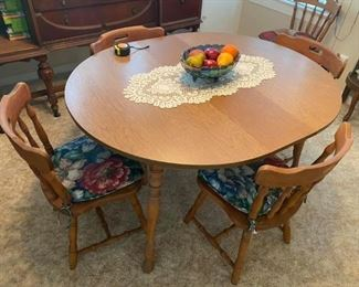 "Vintage Dining Table & 6 barrel chairs Excellent condition!  Has 2 leaves. Table measures 42"" across without leaves. Each leaf adds an extra 10"". 29"" tall x 42"" wide. Each chair measures: 17"" across x 16 1/2"" deep x 17"" tall to seat, 31"" tall to back."