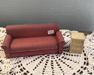 Dollhouse Sofa and Side Table $8