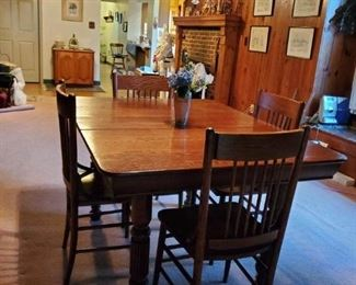 Antique Oak Dining Table/Leaf & 4 Chairs