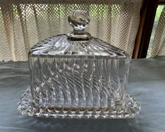 $24.00 Very large vintage covered cheese/butter dish (A2)