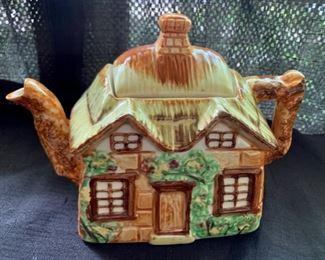 $25.00......Charming Cottage Teapot (A70)