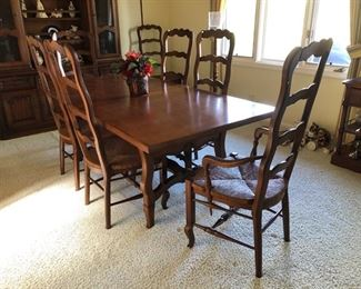 "Gorgeous dining room table 40"" wide x 78"" long. Includes (2) 18"" wide leafs, 6 side chairs and 2 captains chairs $750"