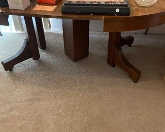 antique table w/2 leaves also 6 chairs