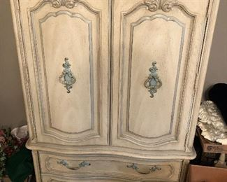 Armoire - Bedroom Suite Pic 3