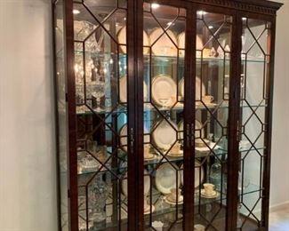 Henredon Large Crystal Display Cabinet