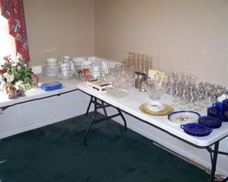 CRECHE, CASUAL DINNER SET & GLASSWARE