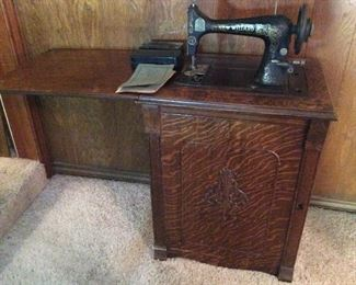 Antique New Willard Sewing Maching in a beautiful Tiger Oak Cabinet