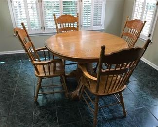 Round Kitchen Table and Chairs