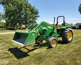 2012 John Deere 5075 E Tractor