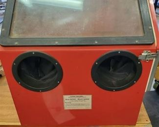Central Pneumatic Red Sand Blast Cabinet .Tested and Working
