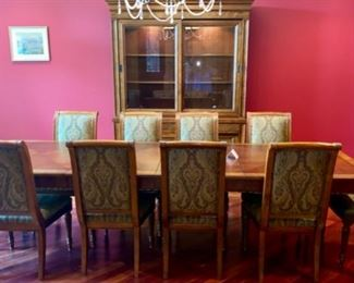 Lot 1501 Asking $4,250.00  Ethan Allen Townhouse Dining Room Set