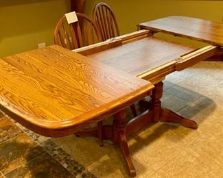 Lot 1564  $275.00. Shows Leaf Storage under Table top.