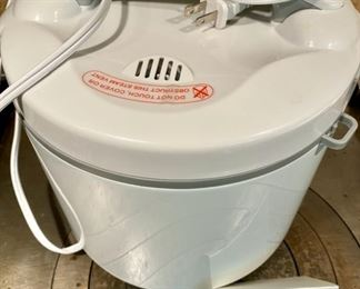 Lot 1553  $38.00  Aroma Rice Cooker, Slow Cooker or Food Steamer 20 cups, Excellent Condition, includes Steamer insert, Measuring Cups, Utensils.
