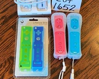 Lot 1652. $20.  Wii accessory package