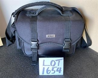Lot 1654.  $15. Nikon Camera Bag, great Shape with adjustable Compartments for Digital Camera.