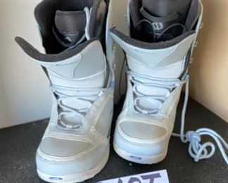 Lot 1690. $75.00 New Pair of Morrow Snowboard Boots.