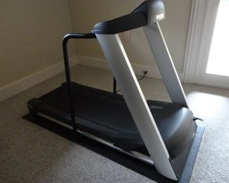 Precor treadmill (excellent condition/paperwork for repairs available)