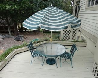 Table and 4 chairs in patio set (all 4 chairs need new webbing)