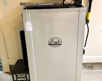 $250 - Bradley Smoker with briquettes