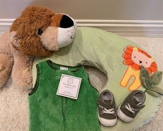 LOTS of fantastic, like-new baby/toddler clothing and accessories. Various items and pricing.