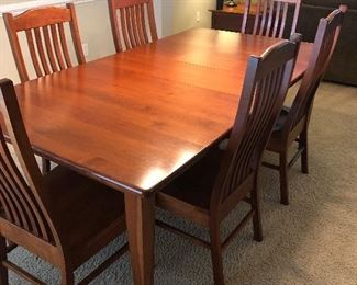 BEAUTIFUL CHERRY AMISH DINING TABLE WITH 7 CHAIRS  and 2 LEAFS