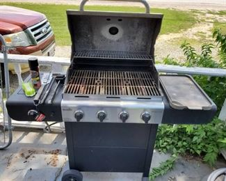 Char-Broil Propane Grill with Accessories and Clean Look