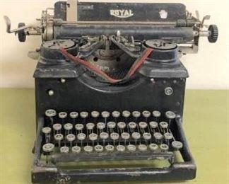 """Vintage """"Like-Nu"""" Royal Typewriter"""