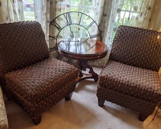 GORGEOUS CLUB CHAIRS, LARGE METAL CLOCK, STUNNING FOYER TABLE, ACCENT TABLE OR END TABLE!