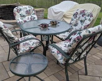 GREAT OUTDOOR PATIO SET WITH CUSHIONS AND MATCHING SIDE TABLE!!!