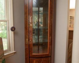 Lexington Furniture Lacquered Quarter Round Corner Cabinet $295 29 x 18.5 x 80.5, Lighted. Excellent Condition