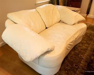 Kidney Shaped Off-White Leather Loveseat $325 55 x 25 x 26
