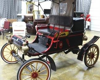 028a Restored 1903 Oldsmobile horseless carriage, runs and is drivable