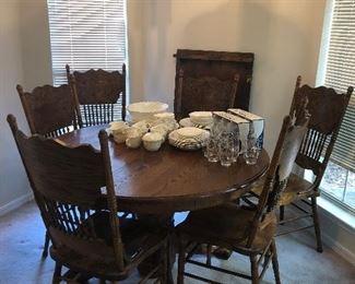 Dining Table with Leaf and 6 Chairs