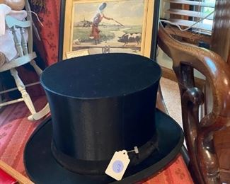 Collapsible top hat in wonderful condition