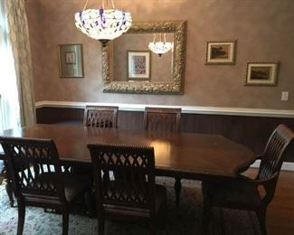 Beautiful Bernhardt Embassy Row dining table including two leaves. Two arm chairs and four side chairs included.