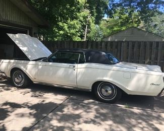 . . . another great find!  -- a 1971 Continental Mark III -- with under 100,000 miles!