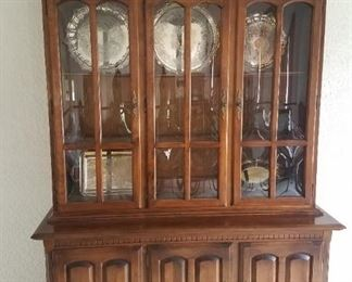 China cabinet in excellent condition, matches the dining set