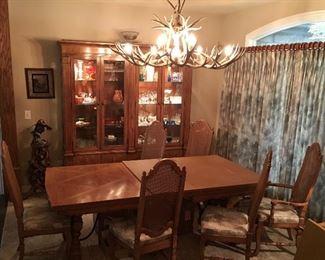 Very FINE Thomasville Quality Dining Set