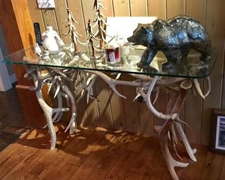 Excellent Quality Antler Table. Large heavy Alaskan Bear.