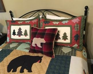 Very Nice Bed Linen and Pillows.