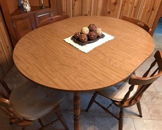 $120.00 MINUS 25% = $90.00 FINAL - Oval Kitchen table with 4 spindle chairs with cushions