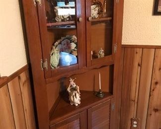 $100.00 MINUS 25% = $75.00 FINAL - Vintage Corner cabinet. Solid wood. Beautiful condition.