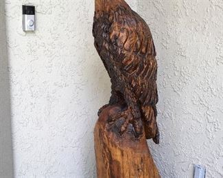 STUNNING CHAINSAW CARVED LARGE EAGLE BY A CHAMPION ARTIST NAMED KEITH GREGORY.