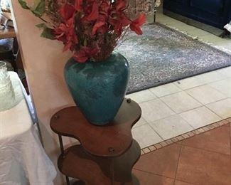 Small shelf, vase