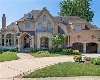Clarendon Hills Estate Sale House