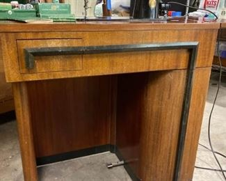 022rSinger In Deco Cabinet