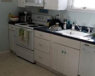 KraftMaid kitchen - clean & cute