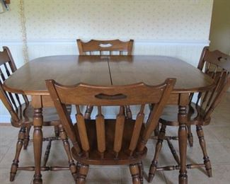 Small maple table and 4 chairs, very good condition