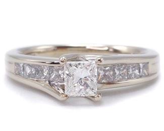 1.34 Carat Beautiful Ladies Diamond Estate ring in 14k Yellow Gold